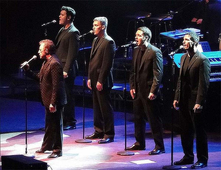 Music Friday: Wedding Ring Compels Frankie Valli to Sing, 'Bye, Bye, Baby'
